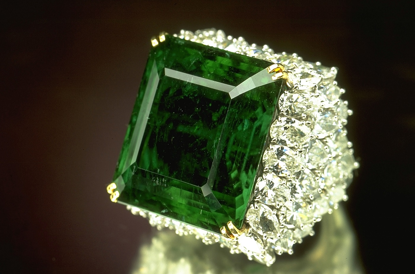 "Emerald is also referred to as ""The Poet's Stone,"" as it is considered a source for creativity and inspiration. It can also help with clarity of mind and though to express oneself better. -- Emerald Stone Uses and Benefits"