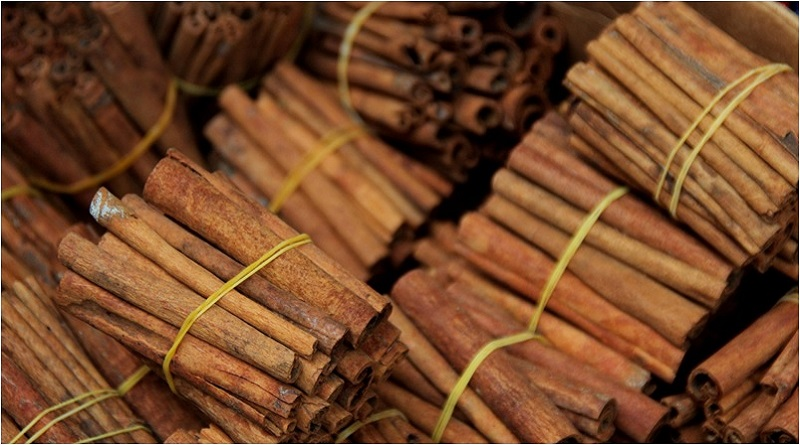 Bundles of Cinnamon Sticks - Cinnamon Magical Properties - Elune Blue (800x445)