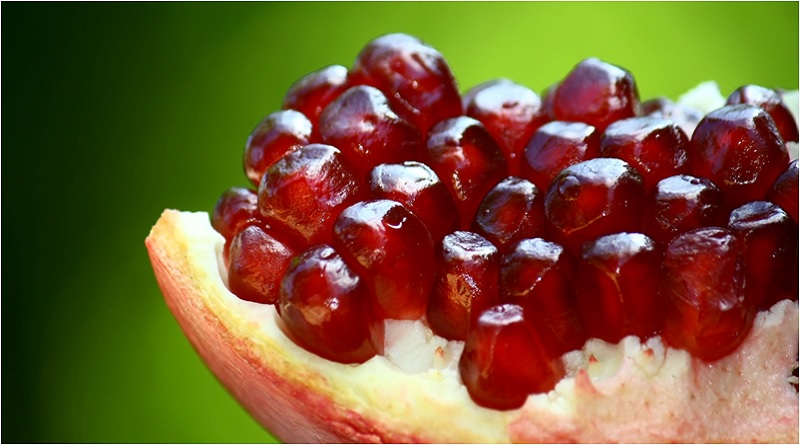 Pomegranate Opened - Pomegranate Magical Properties and Uses - Elune Blue (800x445)